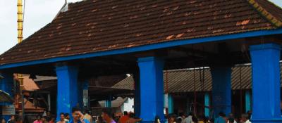An image of worshipers at Chottanikkara Temple