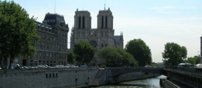 Notre-Dame-distance