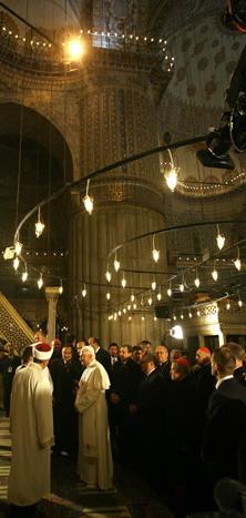 Benedict XVI visits a mosque.